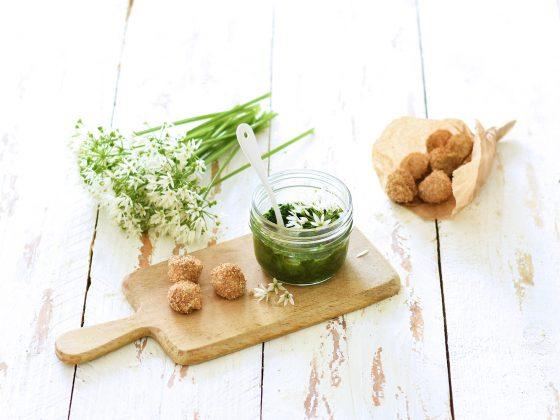 Cueillette d'ail des ours - Pesto et mozzarella végétale. Recettes vegan, sans gluten et sans lactose.