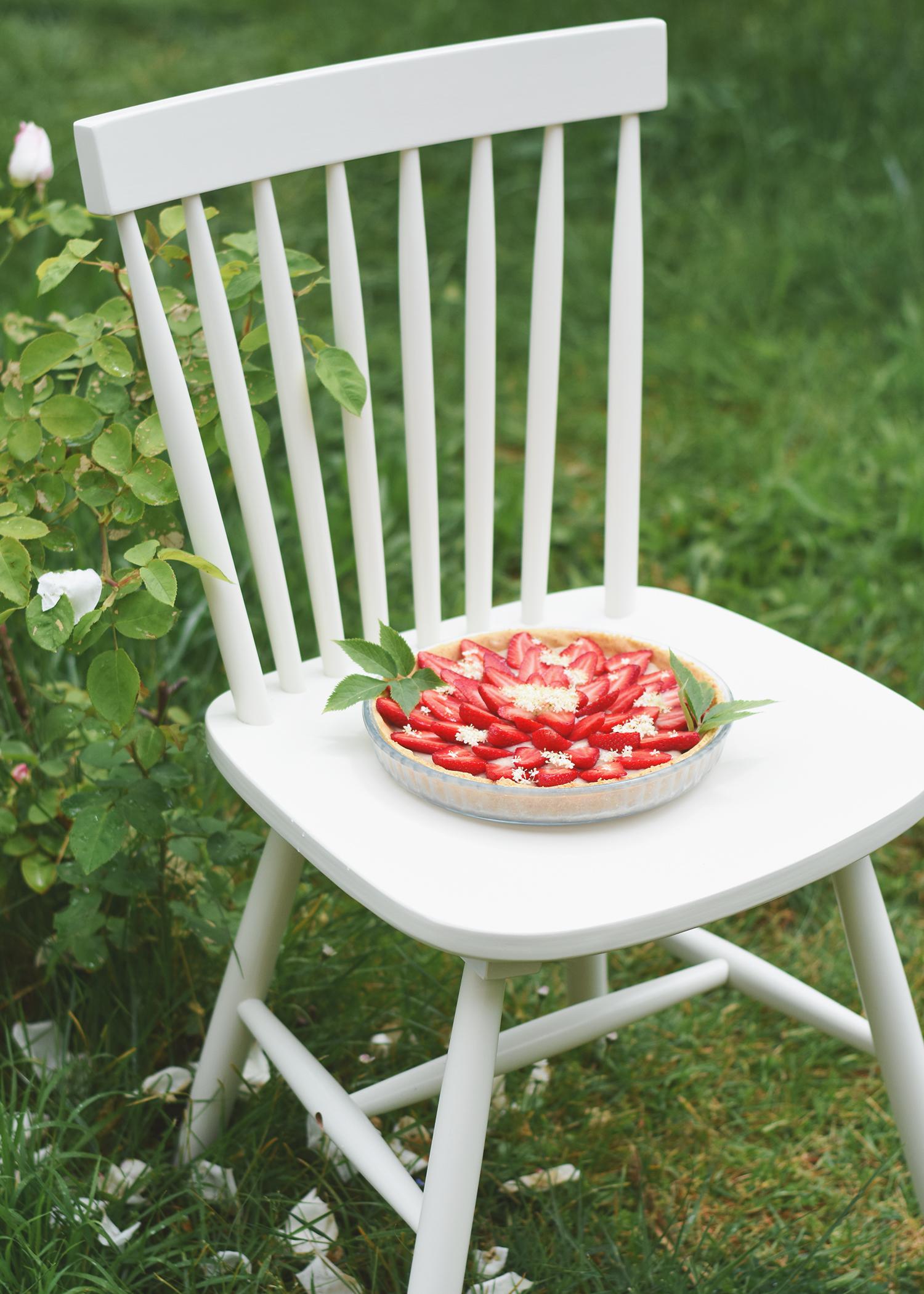 Tarte aux fraises et crème végétale au sureau - Recette sans gluten et végétalienne
