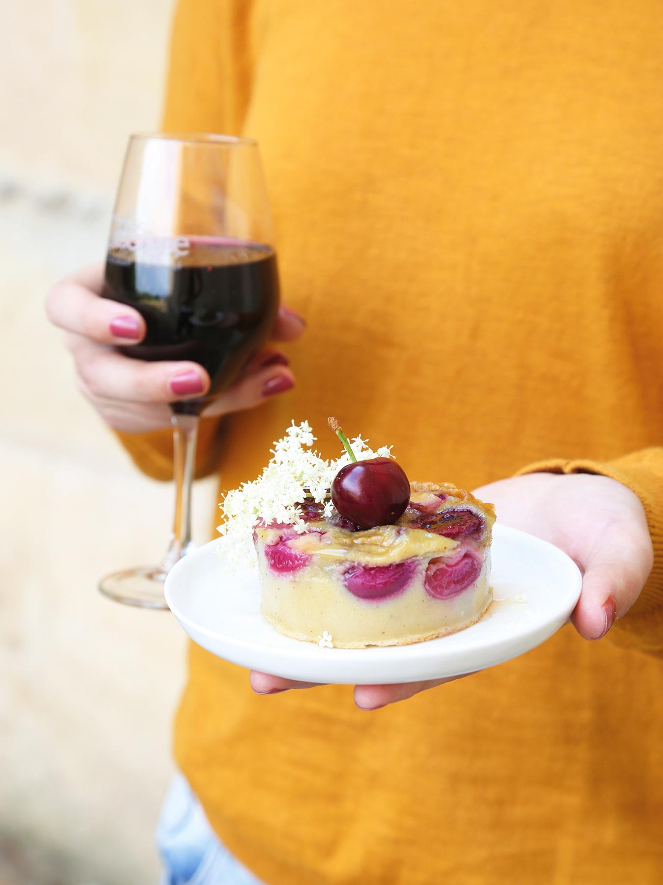 Leaf - Recette de clafoutis aux cerises sans lactose et sans gluten. Accord mets et vins côte de Gascogne. Avec @Petitsbeguins et @LaWINEista
