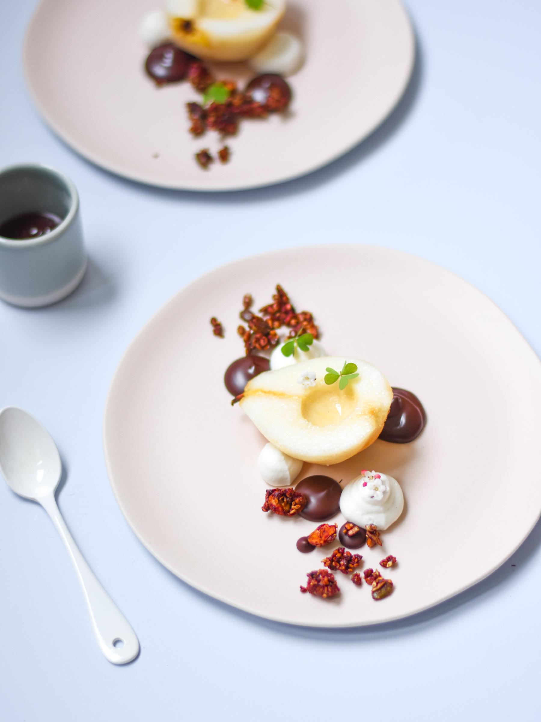 poire chocolat dessert l 39 assiette croquant fondant et cr meux leaf. Black Bedroom Furniture Sets. Home Design Ideas