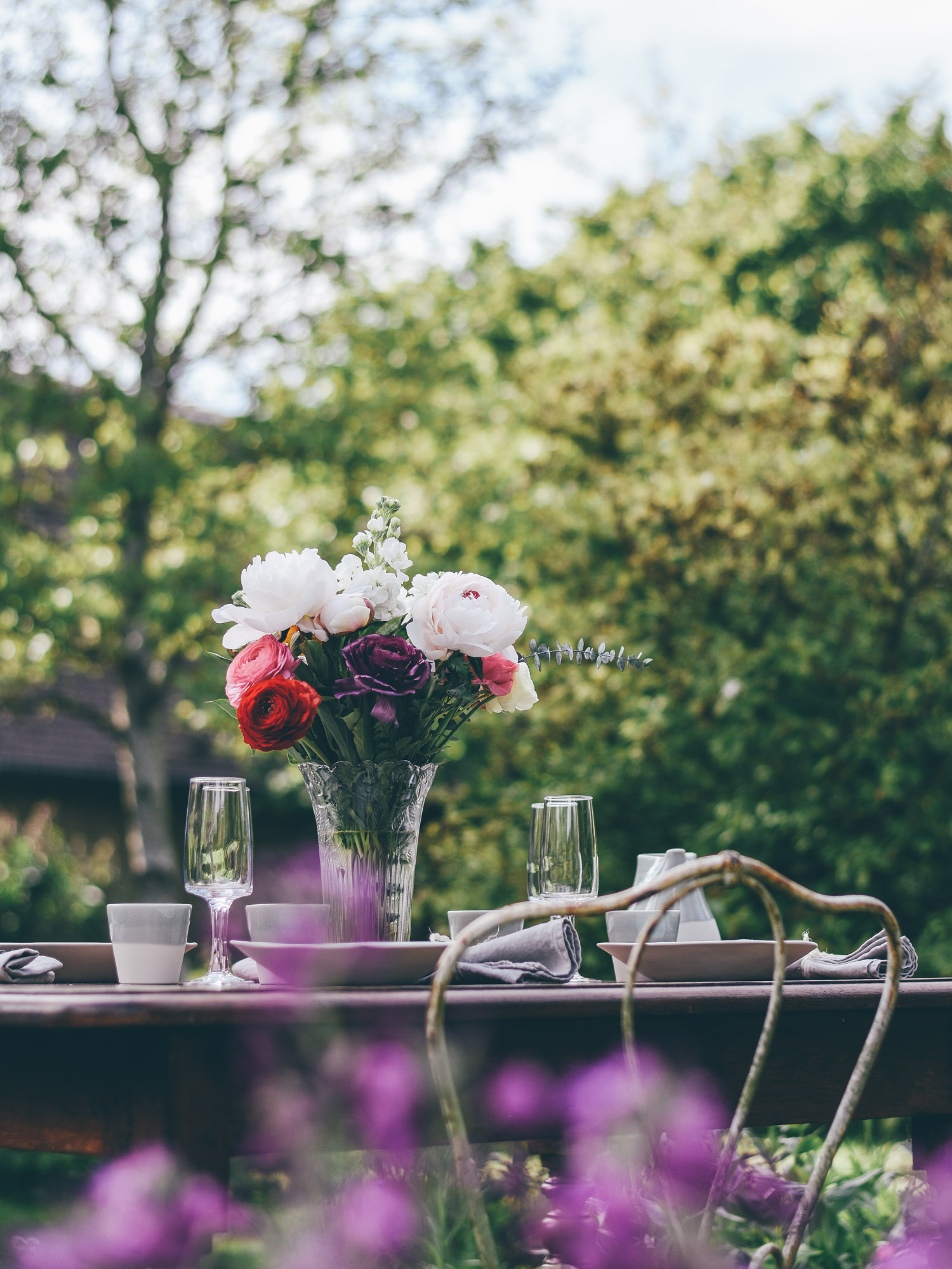 Leaf • Prendre le dessert au jardin - Compotée fraise/rhubarbe, croustillant châtaigne et glace au fromage blanc